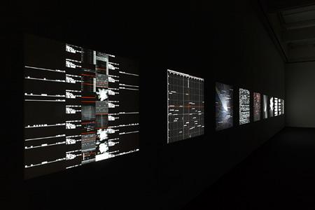 池田亮司『data.matrix [n°1-10]』 2006-09年 ©2009 ryoji ikeda Photo: 丸尾隆一 Courtesy of Gallery Koyanagi, Tokyo
