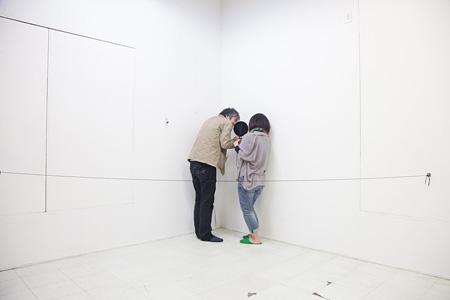 森田浩彰 《秘密の約束》 2012 (blanClassでのパフォーマンス) Photo: hatano kosuke, Courtesy of blanClass [参考図版]