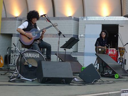 10月27日開催の『アースガーデン 秋 2012』で太陽光発電を用いたステージを披露する佐藤タイジ