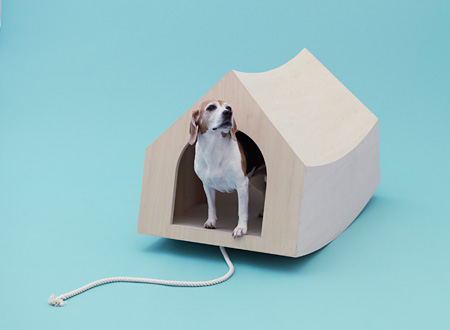 『Beagle House Interactive Dog House』 デザイン:MVRDV、犬種:ビーグル photo by Hiroshi Yoda