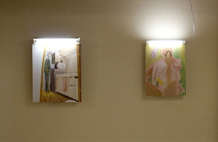 (左)やくしまるえつこ 台所 2012 ©Yakushimaru Etsuko (右)やくしまるえつこ F■■I 2012 ©Yakushimaru Etsuko