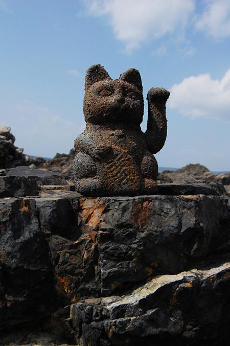 柴川敏之『PLANET ICON(2000年後に発掘された招き猫の化石)』2008年