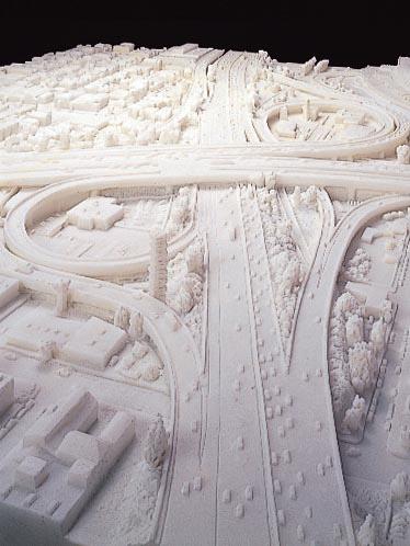 曽根裕『ハイウェイ・ジャンクション 110-10』2002年 ©SONE Yutaka 金沢21世紀美術館蔵  Courtesy David Zwirner, New York