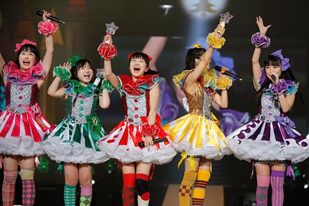 2012年12月24日と12月25日にさいたまスーパーアリーナで開催された『ももいろクリスマス2012〜さいたまスーパーアリーナ大会〜』の模様
