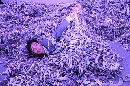 川口隆夫『a perfect life 川口隆夫ダンス・パフォーマンス in Okinawa』2011年より[参考図版] KAWAGUCHI Takao, a perfect life: takao kawaguchi dance performance in Okinawa, 2011 photo: Koji Kakubari