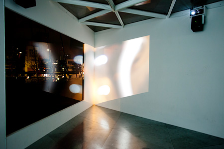 『have a go at flying from music part 3』 installation view 東京都現代美術館 2012 撮影:後藤武浩