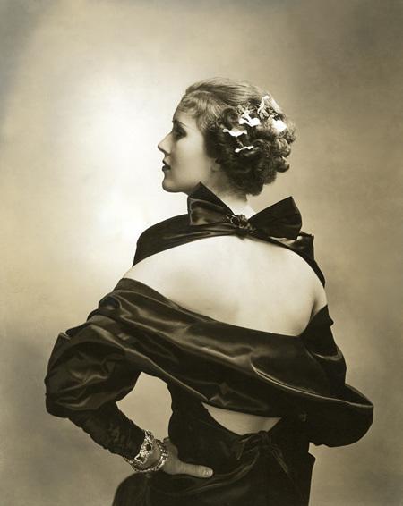 『女優メアリー・ヘバーデン』  1935年 ゼラチン・シルバー・プリント ©1935 Condé Nast Publications