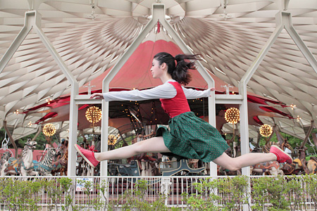 Today's Levitation 05/07/2011 ©Natsumi Hayashi, Courtesy MEM