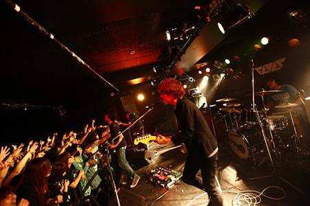 2013年3月7日に東京・新代田FEVERで開催されたライブの模様