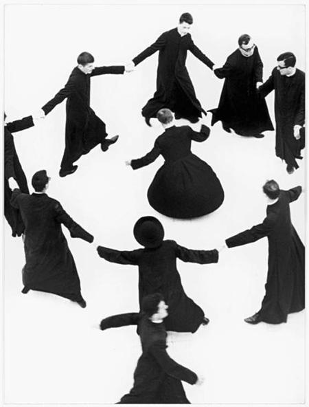 『神学生たち』より Author: Mario Giacomelli Title: Io non ho mani che mi accarezzano il volto Year: 1961-63 ©Eredi Mario Giacomelli