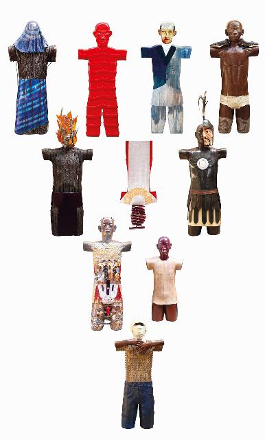 ロベルト・フェレオ『バンタイの祭壇』 2007年、合板、木粉と卵殻の混合材、彩色、各h.125×53×15cm