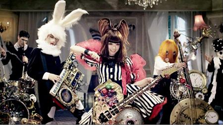 『ファッションモンスター』ミュージックビデオ使用衣装