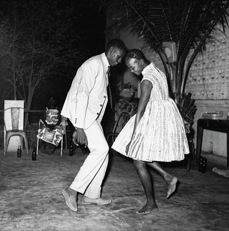 『Nuit de Noël』(1963) Courtesy MAGNIN-A ©Malick Sidibé
