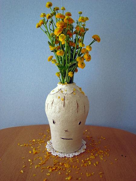 奈良美智『花頭花瓶(初代)』 2007 photo:Yoshitomo Nara