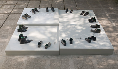 ´O my friends, there are no friendś / 2011/ 12 Pairs of Bronze Shoes, 300cm diameter circle