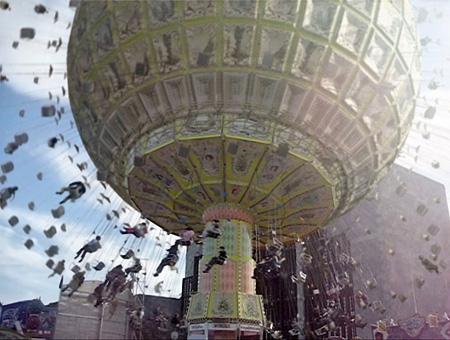 ティル・ノヴァク『遠心力体験装置』2011年