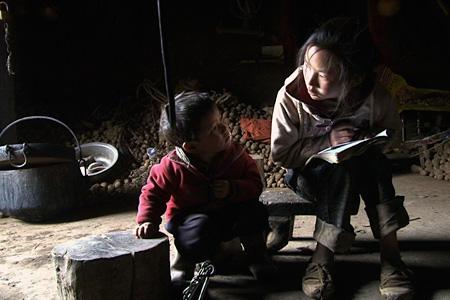 『三姉妹 〜雲南の子』 ©ALBUM Productions, Chinese Shadows