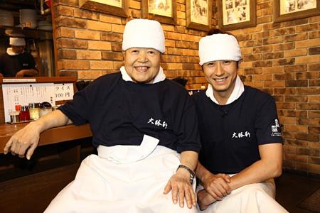 山岸一雄(左)と谷原章介(右) ©2013 フジテレビジョン