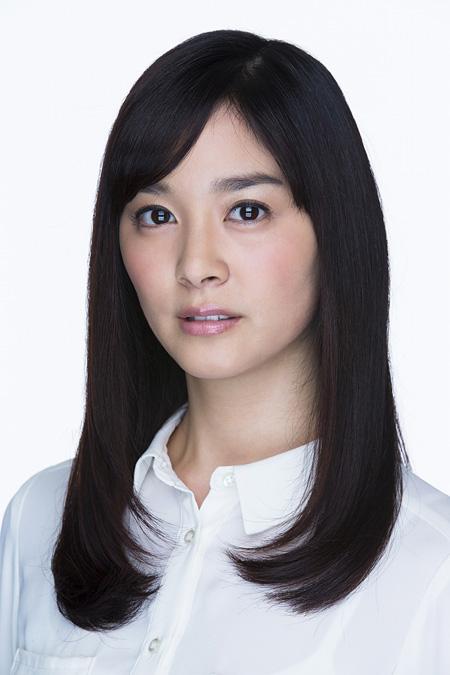 薮内久美役の石橋杏奈