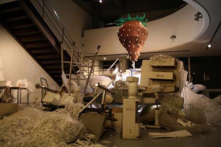 『宇宙船いちごう』2009 mixed media
