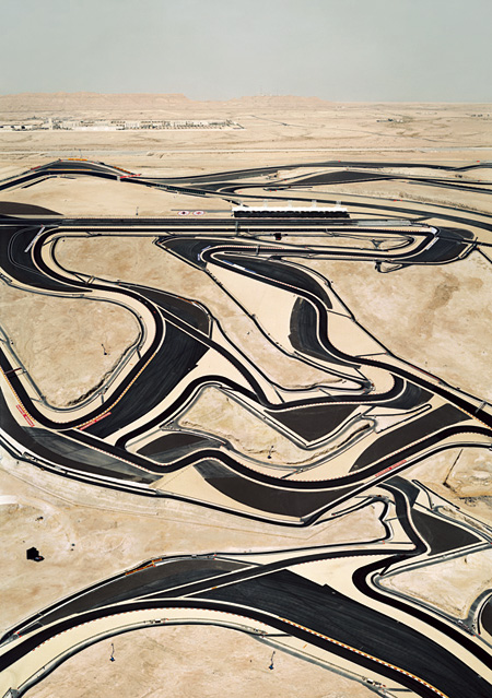 『バーレーンI』2005年 © ANDREAS GURSKY / JASPAR, 2013 Courtesy SPRÜTH MAGERS BERLIN LONDON