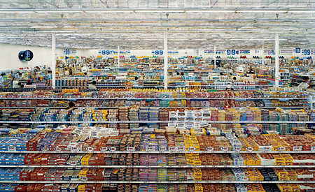 『99 セント』1999年 © ANDREAS GURSKY / JASPAR, 2013 Courtesy SPRÜTH MAGERS BERLIN LONDON