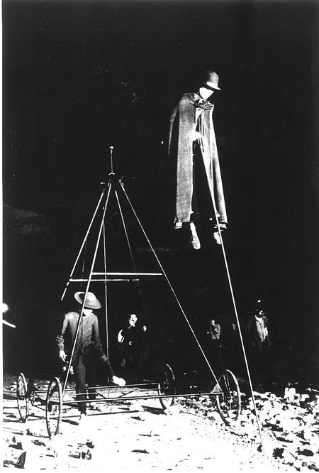 『30 時間市街劇 ノック』「空中散歩者」1975年 撮影:扇田昭彦