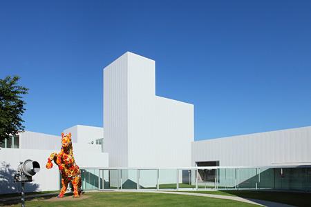十和田市現代美術館 photo by Wakaki Michio