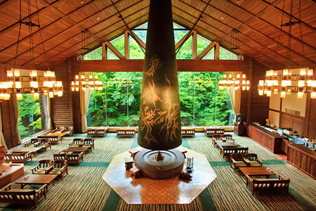 岡本太郎『森の神話』(星野リゾート 奥入瀬渓流ホテル)