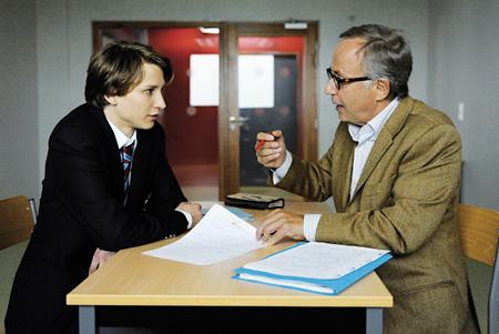 『危険なプロット』 ©2012 Mandarin Cinéma-Mars Films-France 2 Cinéma-Foz