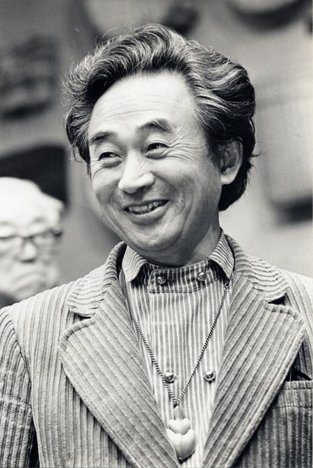 柳宗理ポートレート(1980年日本民藝館にて)