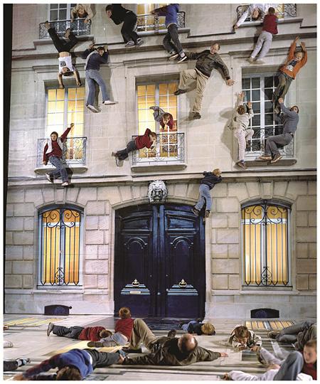 レアンドロ・エルリッヒ『家』 2004年 サンキャトル(パリ)でのインスタレーション