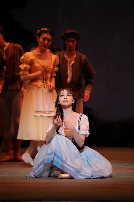 東京バレエ団『ジゼル』1幕 ©Kiyonori Hasegawa