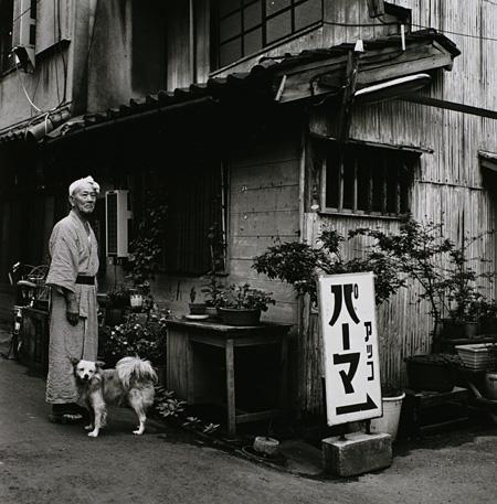 〈東京景〉より 1970-年代 東京都写真美術館蔵