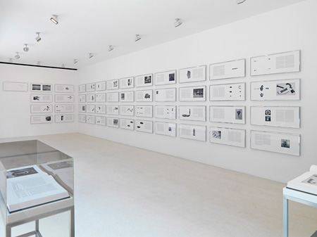 "Ed Ruscha ""On the Road""展 ガゴシアン・ギャラリーに於ける展示風景。今回増上寺にて再現します。『Tokyo Photo 2012』会場風景 Courtesy of Gagosian Gallery ©Ed Ruscha"