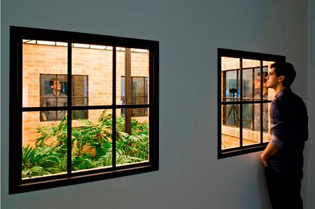 レアンドロ・エルリッヒ『ロスト・ガーデン』(Galería Nogueras-Blanchardでの展示風景) 2009年 Courtesy: Galería Nogueras-Blanchard, Madrid Leandro Erlich Lost Garden 2009 Installation view at Galería Nogueras-Blanchard Courtesy: Galería Nogueras-Blanchard, Madrid