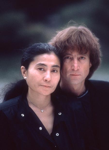 ジョン・レノンとオノ・ヨーコ ©Kishin Shinoyama