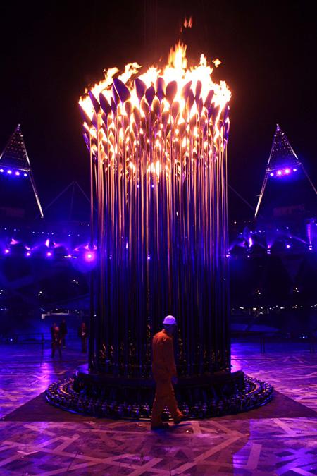 『オリンピック聖火台』ロンドンオリンピック・パラリンピック組織委員会 Heatherwick Studio(2013年ブラックペンシル受賞作品)