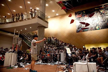 『Music Today on Fluxus 蓮沼執太 vs 塩見允枝子』国立国際美術館 2013 撮影:館かほる