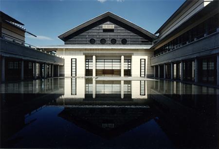 高知県立美術館 中庭外観