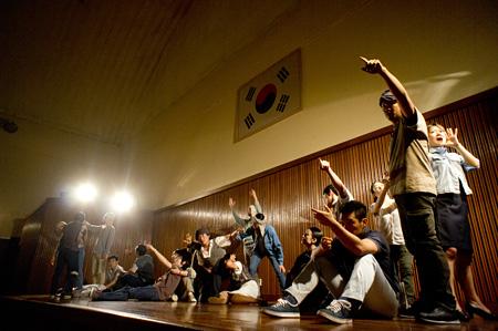 光州公演の舞台写真 Photo:Jee Woo Nam