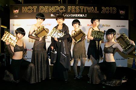 BiS(左から3人目が終身名誉メンバーのコシノジュンコ)