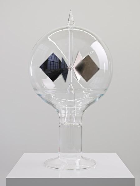 ダレン・アーモンド『Rauschenberg's Mantle Piece』2012年, Courtesy Galerie Max Hetzler, Berlin / the artist