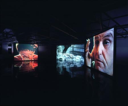 ダレン・アーモンド『Traction』1999年 (展示風景), Courtesy Galerie Max Hetzler, Berlin / Jay Jopling White Cube, London / the artist