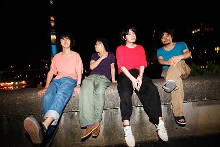銀杏BOYZ(写真左から:村井守、チン中村、峯田和伸、安孫子真哉)
