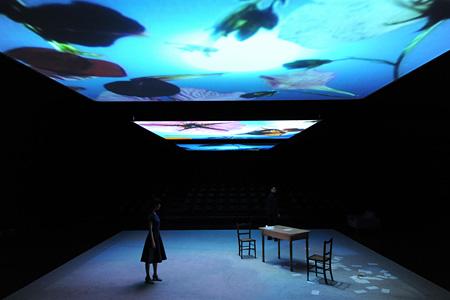 パフォーマンス『明るい部屋』2012年 撮影:福永一夫
