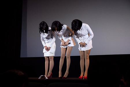 『女王蜂 活動休止前ラストライブ「白兵戦」@SHIBUYA AX (2013年2月22日)DVD発売記念舞台挨拶付き特別先行上映会』に登壇した女王蜂(photo:SHUYA NAKANO)