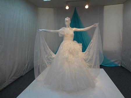 世界最薄シルクのウエディングドレス ドレスデザイン:桂由美