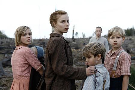 『さよなら、アドルフ』 ©2012 Rohfilm GmbH, Lore Holdings Pty Limited, Screen Australia, Creative Scotland and Screen NSW.