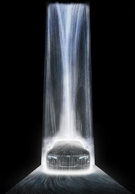 『The Waterfall on Audi R8』チームラボ, 2013,デジタルインスタレーション, 16000mm
